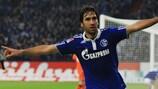 Raúl González enjoys a Schalke goal