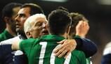 Giovanni Trapattoni e Robbie Keane festejam o apuramento