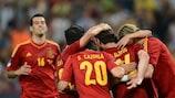 Os jogadores espanhóis festejam o seu segundo golo na vitória sobre a França