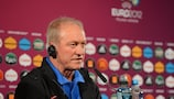 Smuda relieved, Advocaat frustrated
