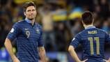 Olivier Giroud y Samir Nasri reaccionan tras un gol de Ucrania el pasado viernes