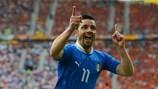 Antonio Di Natale festeja o golo que colocou a Itália na frente do marcador