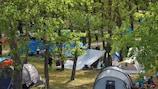 O Campo Suécia repousa na floresta da Ilha Trukhanov, em Kiev