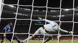 Danny Welbeck festeja o golo da vitória inglesa sobre a Suécia