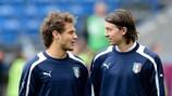 Alessandro Diamanti (à esquerda) à conversa com o companheiro de selecção, Riccardo Montolivo