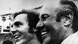 Тренер сборной ФРГ Хельмут Шен и ее капитан Франц Бекенбауэр в 1974 году