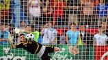 Iker Casillas pariert im Jahr 2008 gegen Italiens Daniele De Rossi