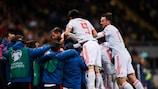 Los jugadores de España celebran el gol de la clasificación