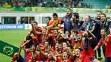 Los jugadores de España celebran el título logrado en 2012