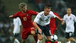 Miguel Velso (Portugal) y Lee Cattermole (Inglaterra)