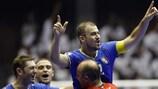 Nando Grana comemora o quinto golo da Itália, que permitiu o empate com o Irão e a passagem às meias-finais