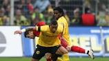 Kevin Boateng (Borussia Dortmund) im Zweikampf mit Tranquillo Barnetta (Bayer Leverkusen)