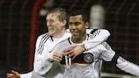 Eric Maxim Choupo-Moting et Andre Schurrie célèbrent un but pour l'Allemagne