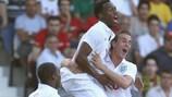 Daniel Sturridge (ao centro) festeja o golo de Inglaterra frente a Portugal