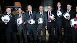 O presidente da Federação Israelita de Futebol (IFA), Avi Luzon (centro) com os embaixadores