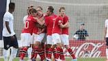 Festejos noruegueses após Fredrik Semb Berge marcar o golo inaugural a Inglaterra