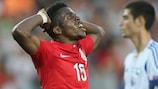 Wilfried Zaha mostra o seu desalento após desperdiçar mais uma ocasião de golo para a Inglaterra frente a Israel