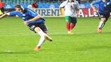 Ханнес Аниер реализует пенальти в матче с болгарами