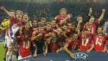 A República Checa festeja depois de vencer o troféu em 2002