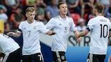 Майер и Гнабри приносят победу Германии