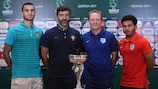 Rui Pires (à esquerda) e o selecionador de Portugal, Hélio Sousa, ao lado do seleccionador de Inglaterra, Keith Downing e do capitão Jay DaSilva (à direita)