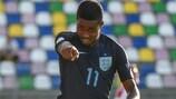 Ryan Sessegnon festeja um dos três golos marcados pela Inglaterra