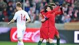 Diogo Jota é felicitado após marcar o golo da vitória de Portugal na Polónia