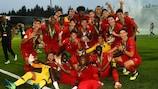A festa dos jogadores portugueses com a Taça depois da conquista do EURO Sub-19 de 2018, na Finlândia