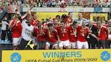 O Benfica festeja a conquista do troféu