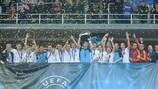 Il capitano della Spagna Luis Amado con il trofeo a UEFA Futsal EURO 2012