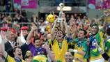 Сборная Бразилии с трофеем