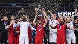 Ricardinho ergue o troféu em 2018