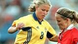 Malin Gustafsson (à esquerda) marcou seis golos diante da Bósnia e Herzegovina