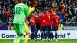 Los jugadores de España celebran un gol contra Rumanía