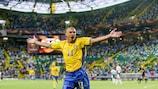 Henrik Larsson jubelt über ein Tor gegen Bulgarien bei der UEFA EURO 2004