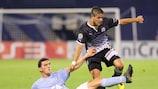 Malmö's Agon Mehmeti challenges Dinamo's Luis Ibáñez in Zagreb