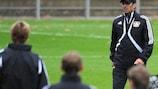 Robin Dutt dirige la rifinitura del Leverkusen