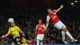 Arsenal through as Van Persie downs Dortmund