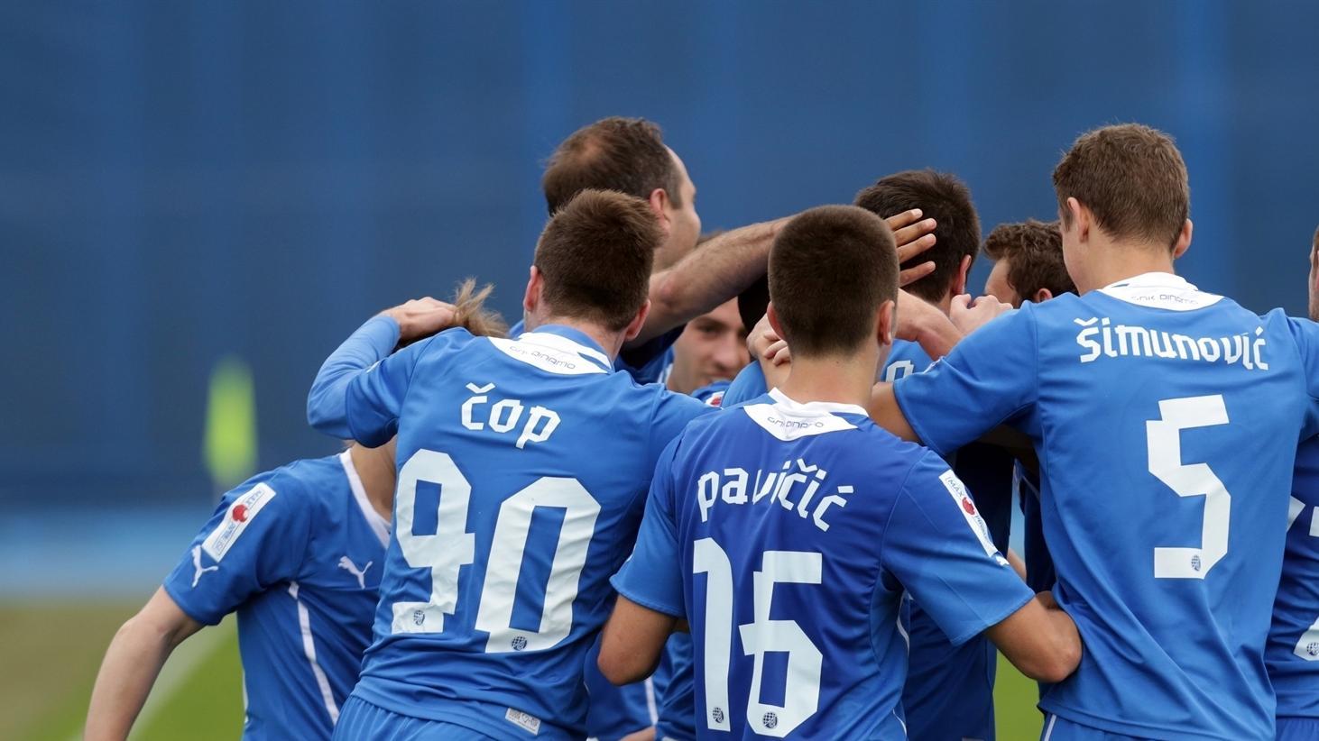 Acţionarii la Dinamo - Astra 2-0 - YouTube  |Dinamo- Astra