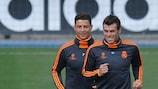Cristiano Ronaldo (à esquerda) e Gareth Bale no treino desta terça-feira