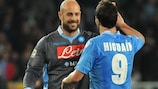 Pepe Reina and Gonzalo Higuaín following Napoli's victory at Torino