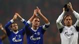 Benedikt Höwedes, Timo Hildebrand y Tranquillo Barnetta saludan a los aficionados del Schalke