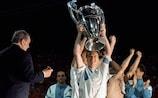 Didier Deschamps con il trofeo nel 1993