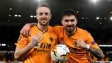 Diogo Jota y Rúben Neves celebran la victoria contra el Espanyol