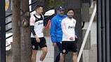 Denis Cheryshev e Jaume Costa del Valencia si preparano per l'allenamento di lunedì