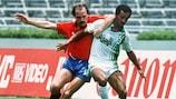 L'Espagnol Ramón Caldere tente de conquérir le ballon