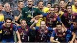 O Barcelona festeja a conquista da sua quarta SuperTaça Europeia da UEFA