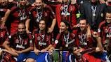 Los jugadores del AC Milan celebran la victoria en la Supercopa de la UEFA
