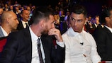 """""""Sim, mas eu marquei mais em eliminatórias"""", parece dizer Lionel Messi a Cristiano Ronaldo"""