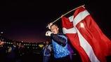 Петер Шмейхель празднует сенсационную победу датчан на ЧЕ-1992